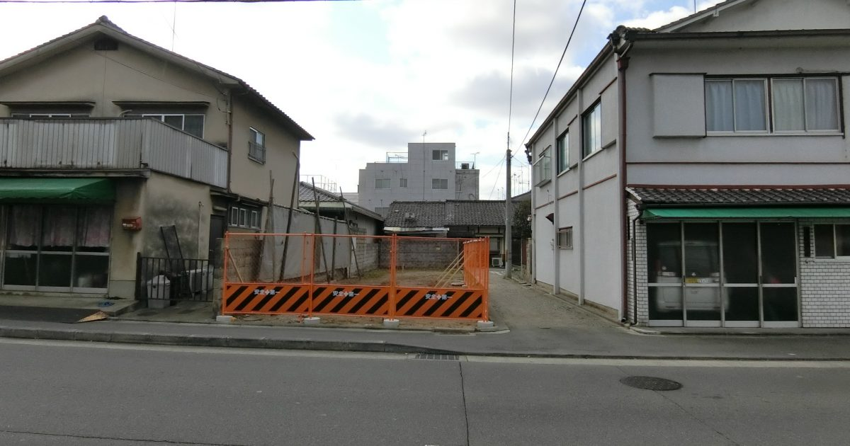下京区_大通りに面した巨大居つき物件