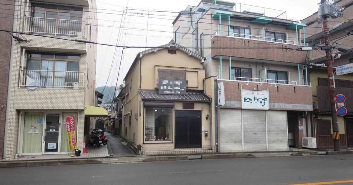 東山区_道路に面した木造店舗