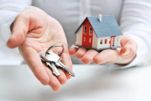 鍵と家の模型